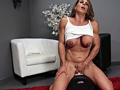 Mature babe with nice abs rides a sex toy
