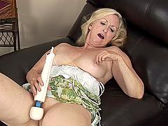 Mature blonde whore rubs big-ass dildo on her cunt