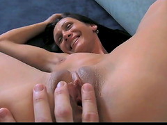 Slender milf spreads her legs wide at the casting