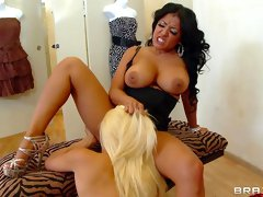 Kiara Mia is licking asshole of sexy Teagan Summers