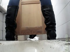 Free pussy show from amateur white lady in the toilet