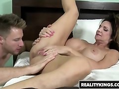 RealityKings - Cougar Hunter - Deauxma Levi Money - Vaca Co