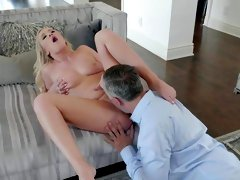 Sexual intercourse in hardcore for Bailey Brooke